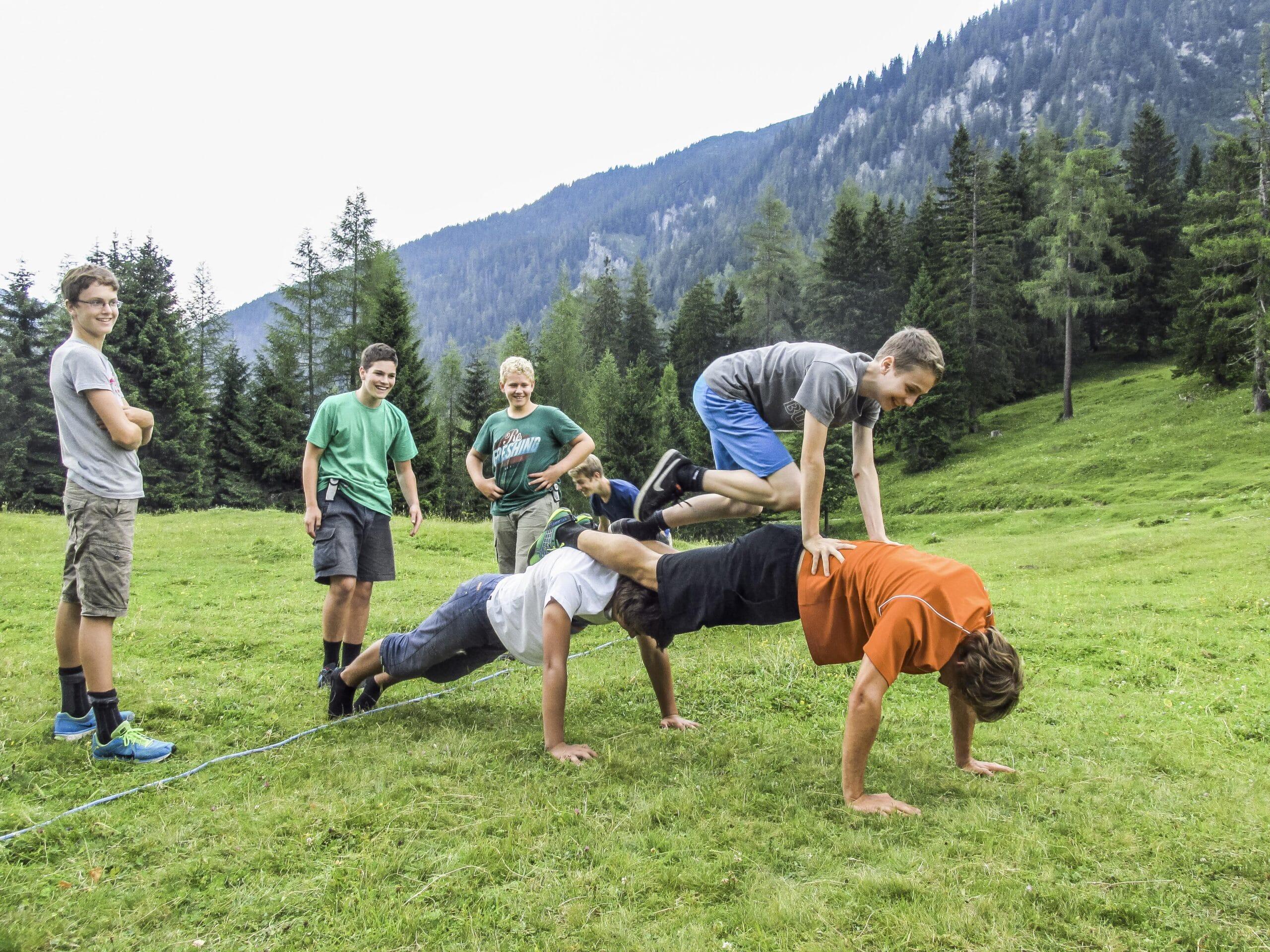 Spiele_in_der_ Natur_c_Nationalpark_Gesaeuse_GmbH_Raimund_ Reiter-min